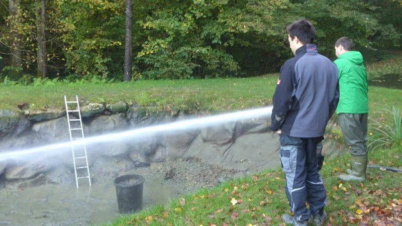 Freiwillige feuerwehr stein bei loipersdorf teichreinigung for Teich reinigen